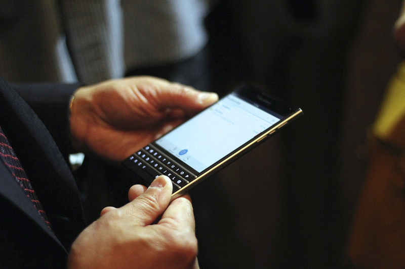 BlackBerry-Passport-13