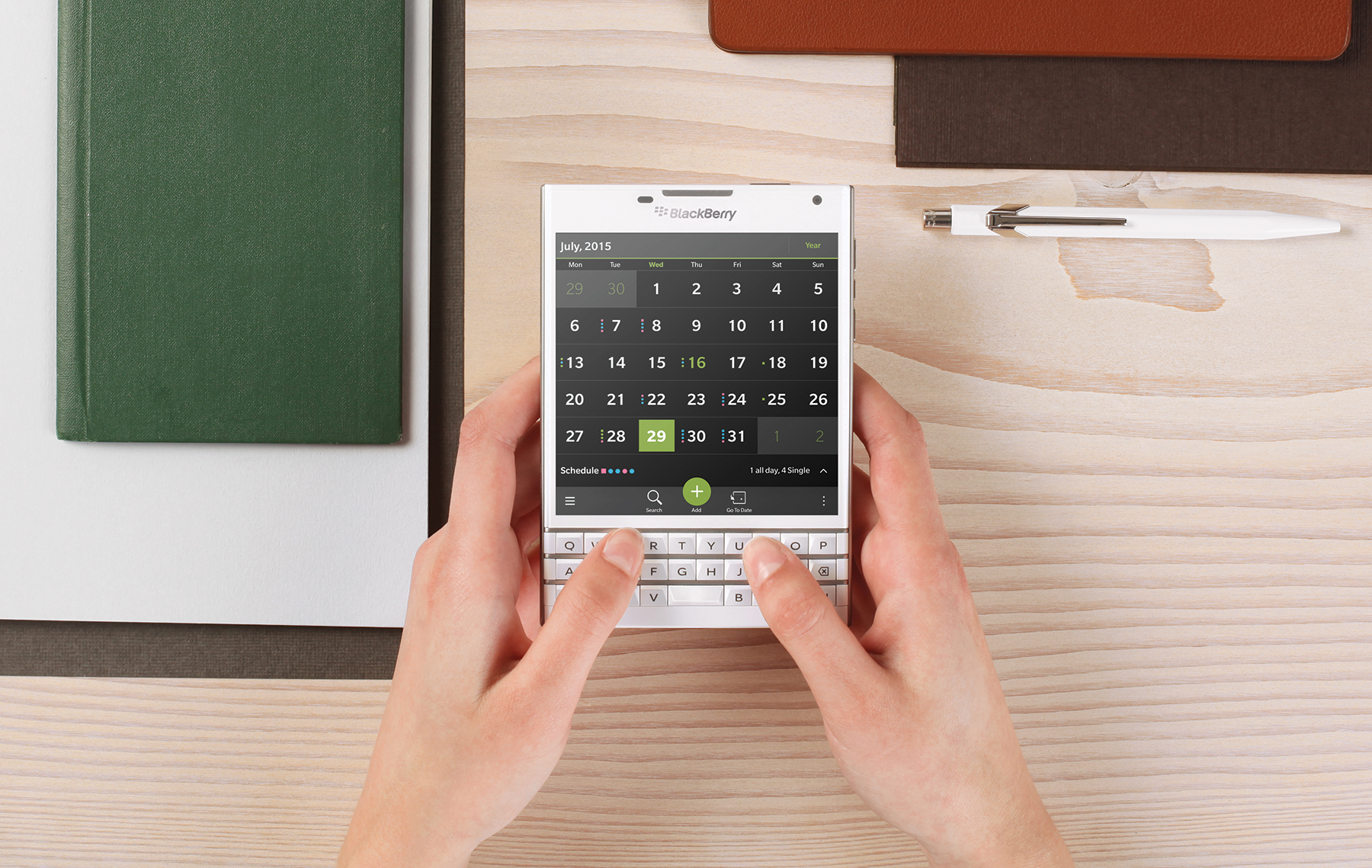 BlackBerry_passport_white_desk