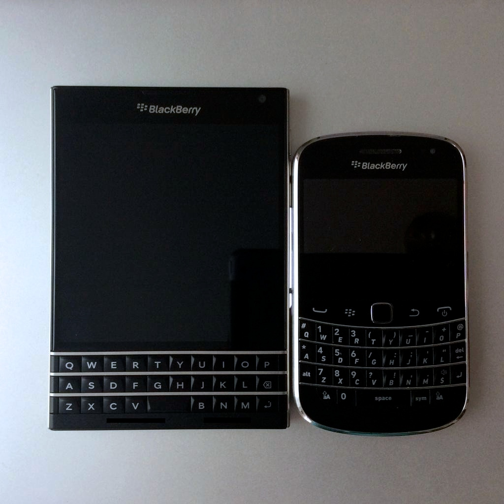 BlackBerry-Passport-9900