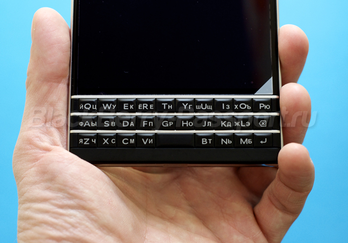 BlackBerry-Passport-RUS-4