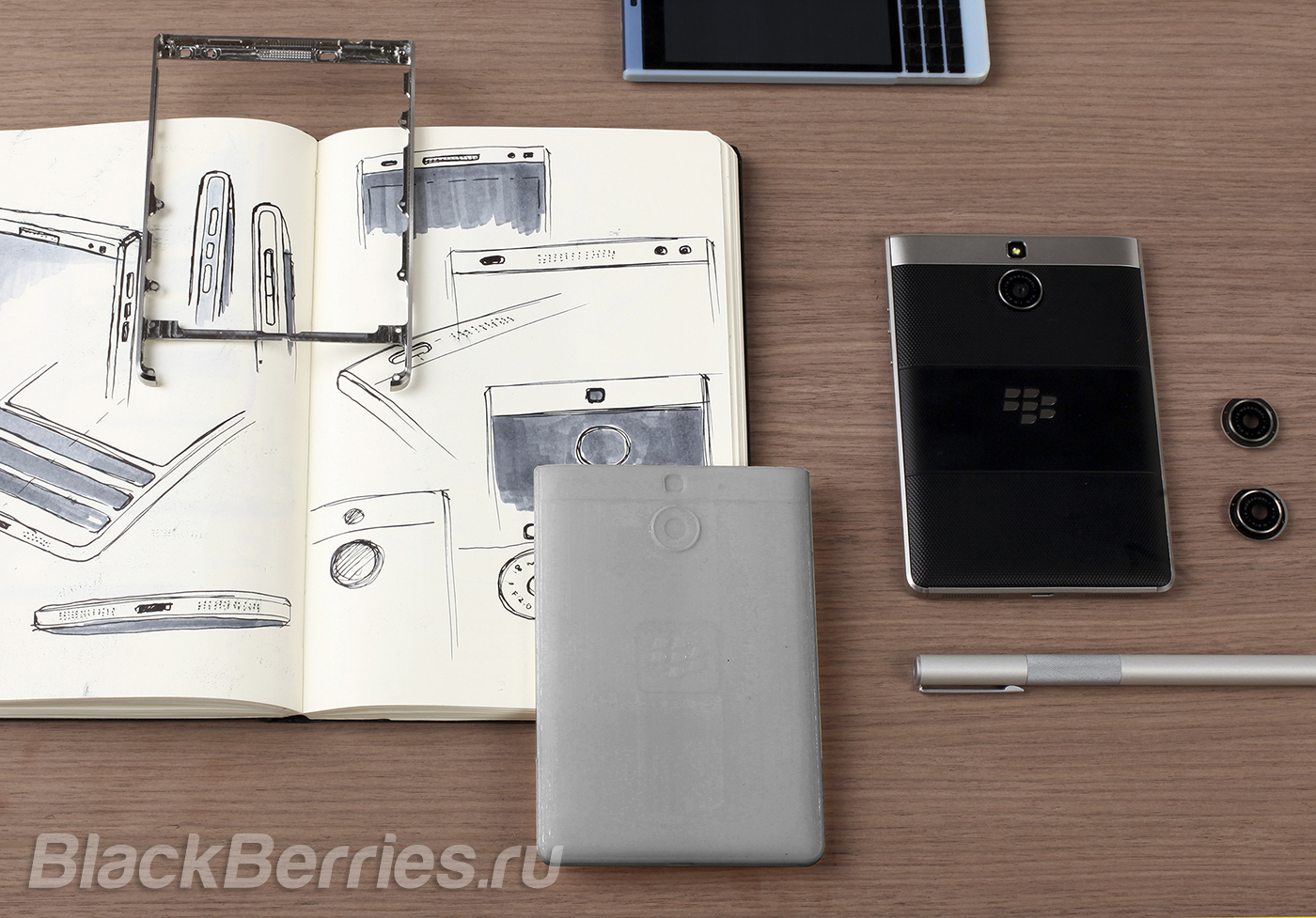 BlackBerry-Passport-Silver-Edition-4