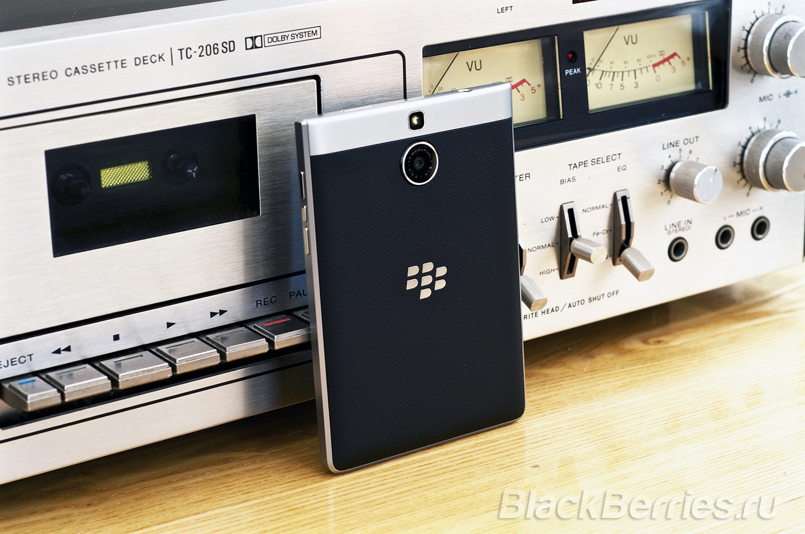 BlackBerry-Passport-Silver-Edition-Review-53
