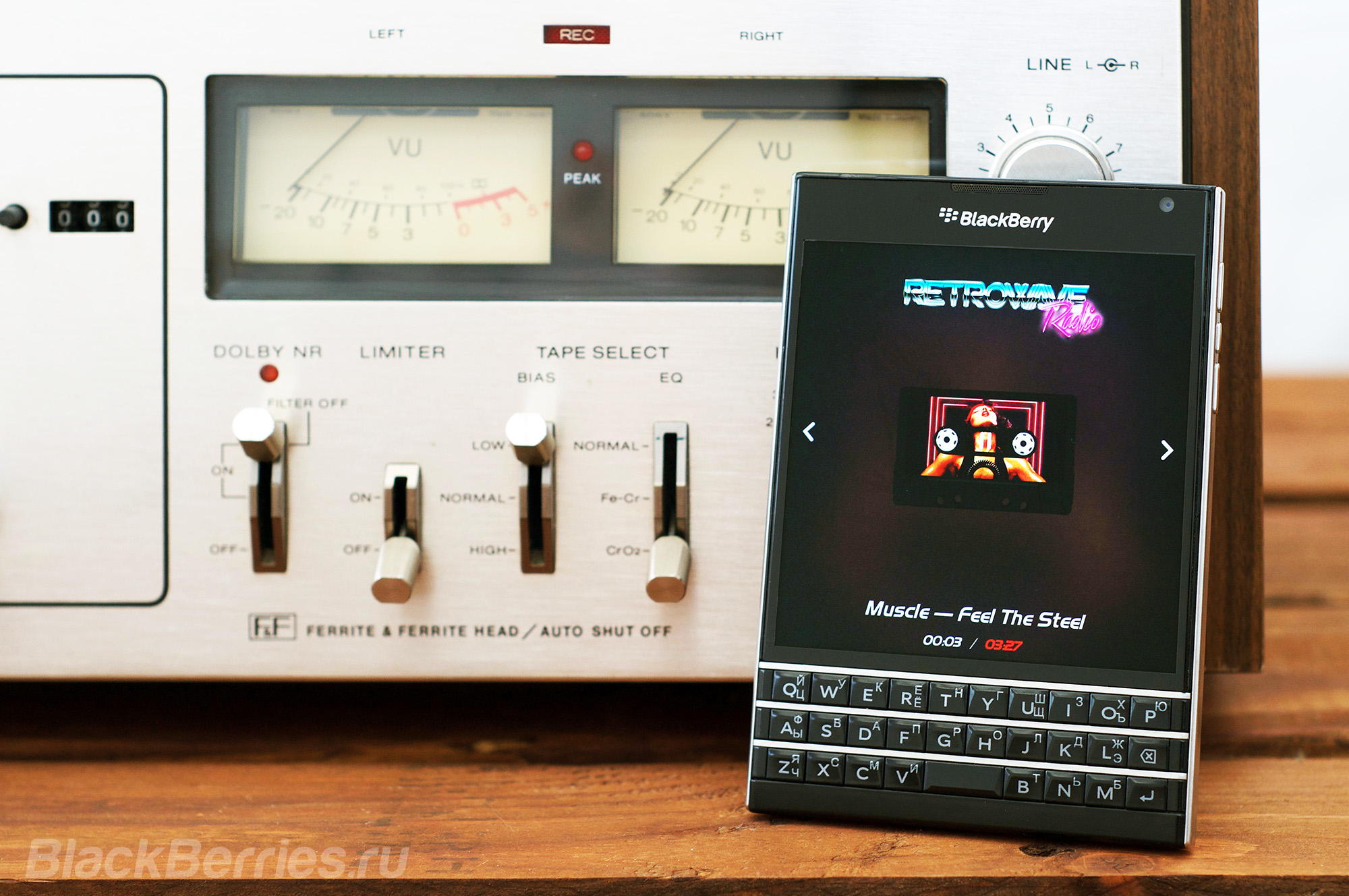 BlackBerry-Passport-RetroWave